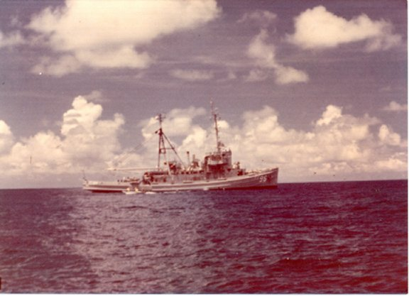 USS Abnaki 1975 near Christmas Islands